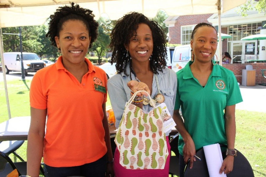 The Sustainability Institute gave away zero-waste lunch kits at the Green Festival on Earth Day to students who pledged to live more sustainably. L to R. Christianah Oyenuga, Annamarie Shreeves, Simone English